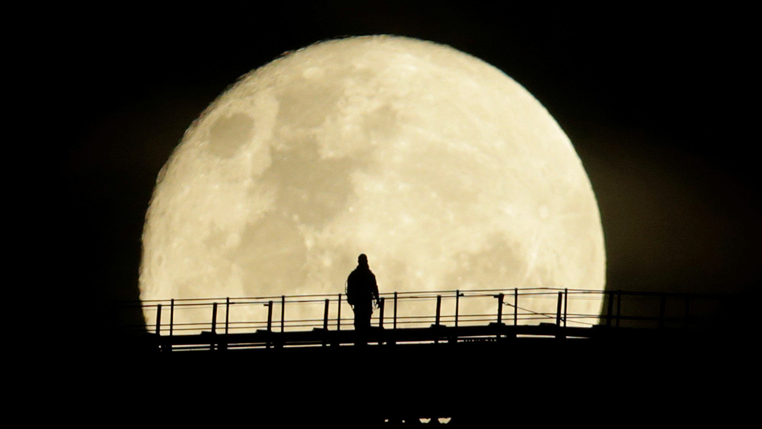Spectacular Supermoon| A bright ball of light in the sky