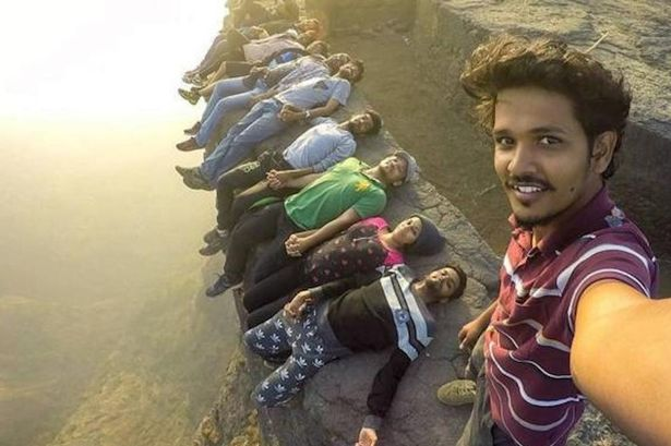 indians died more globally taking selfies since 2011