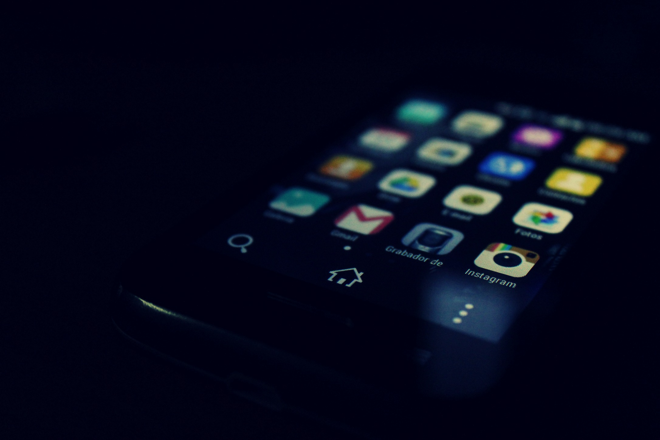 Top 3 apps you must have in your phone
