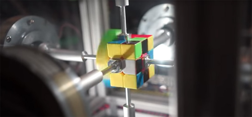 Robot solves Rubik's Cube and breaks world record